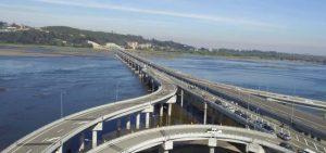 Puente Bicentenario sobre el río Bío Bío en Chile