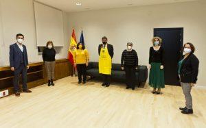 Representantes de los colectivos posan junto al Ministro de Inclusión